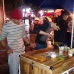 Puestos de comida callejeros:¿el part-time job de moda de los extranjeros?
